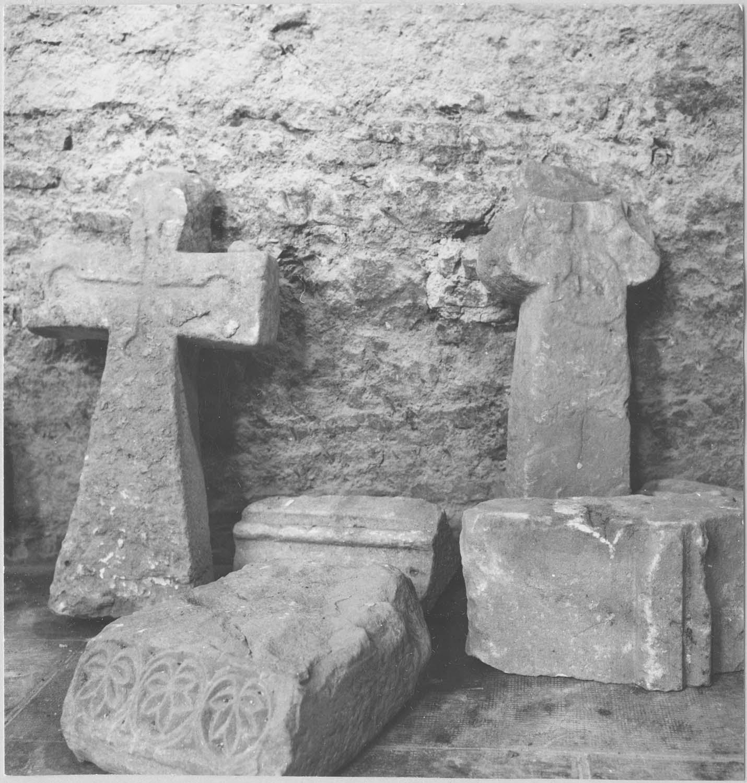 Fragments de stèles funéraires, vue générale