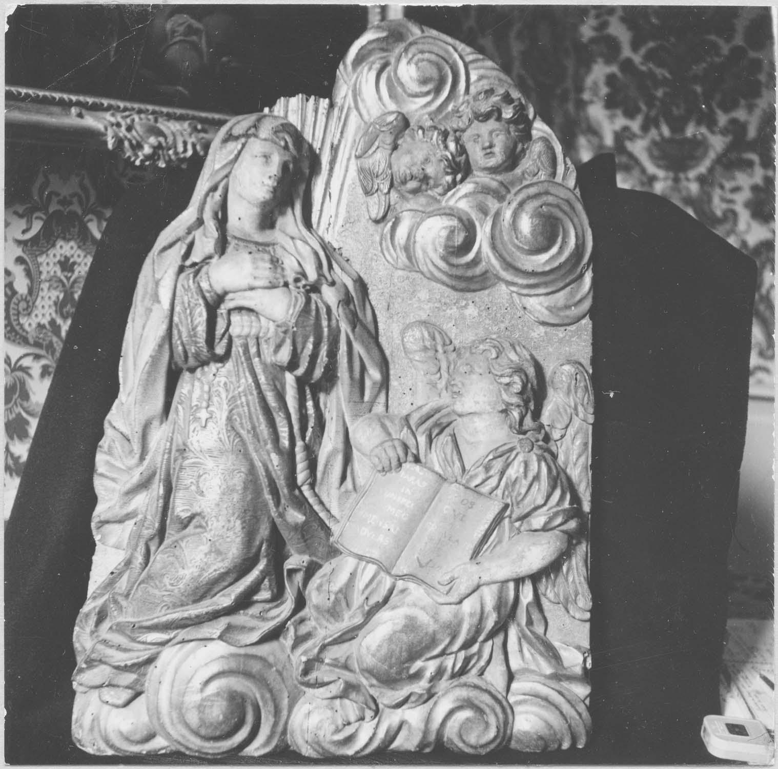 Haut-relief : Religieuse franciscaine et ange