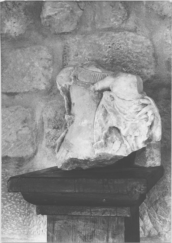 statue (fragment) : Vierge à l'Enfant, vue générale