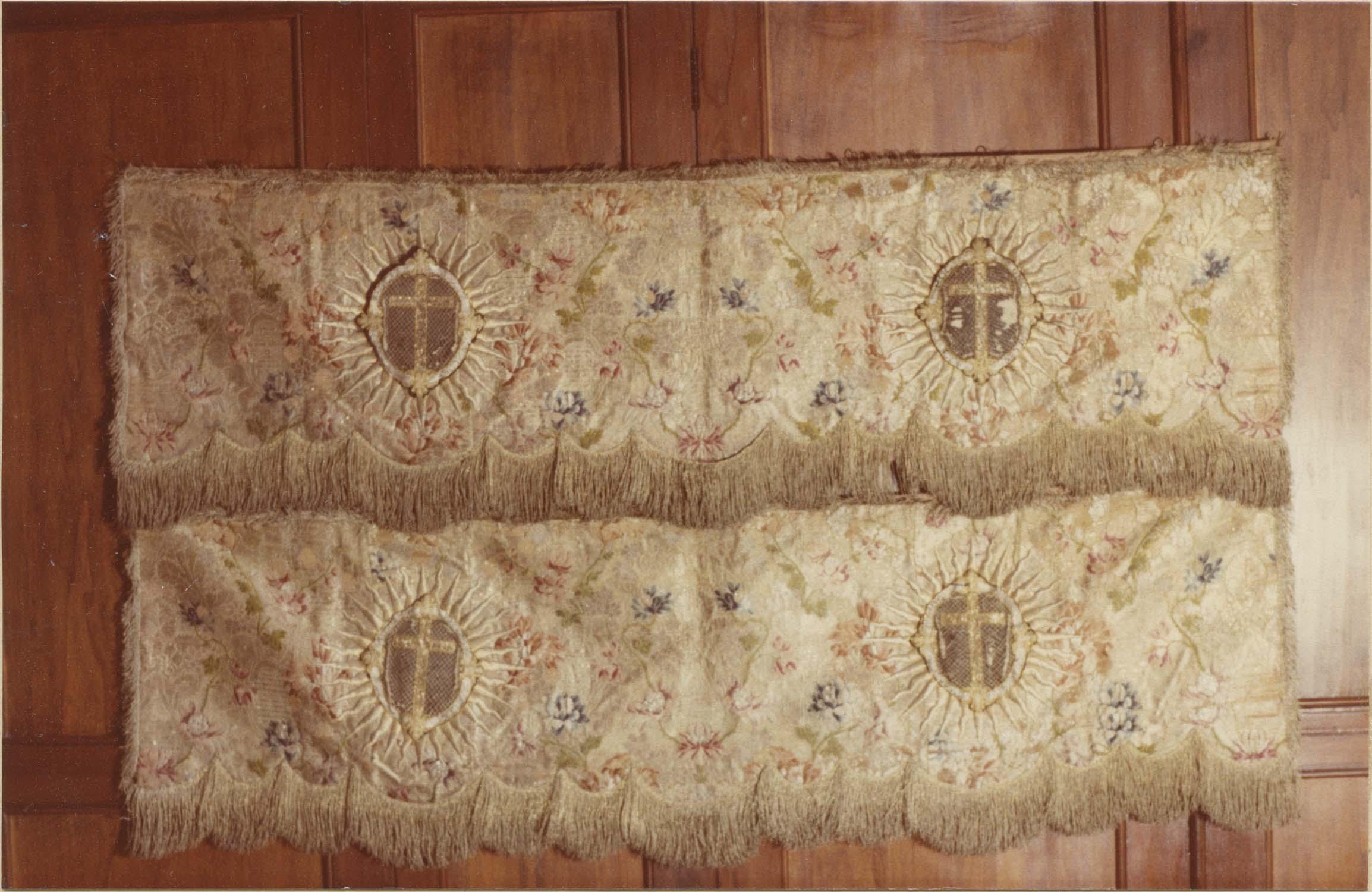 garnitures de dais d'autel (2 pentes de dais), vue générale