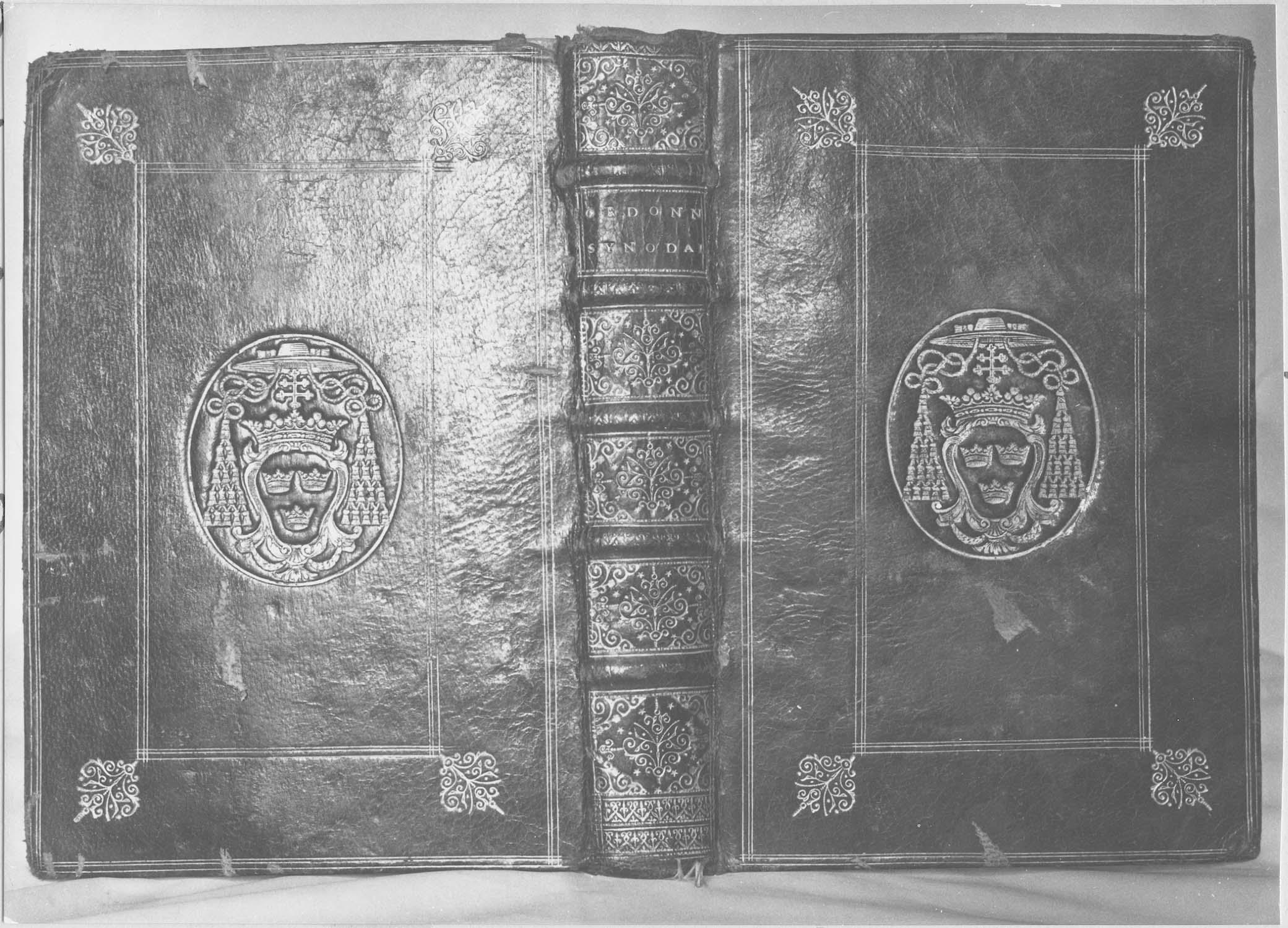 livre : Ordonnances synodales, vue générale de la reliure