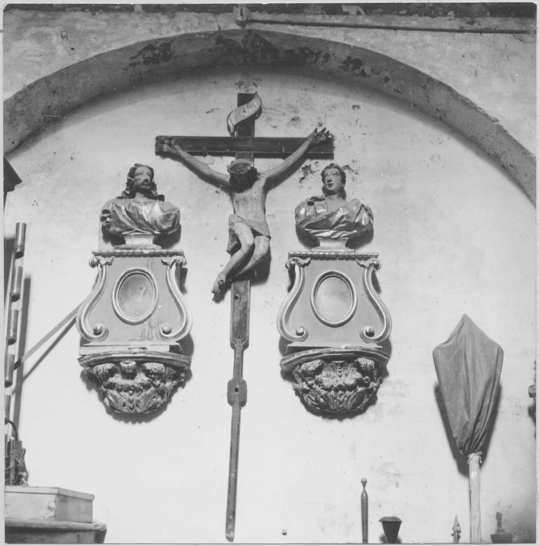 bustes, consoles-reliquaires, statue: Christ en croix