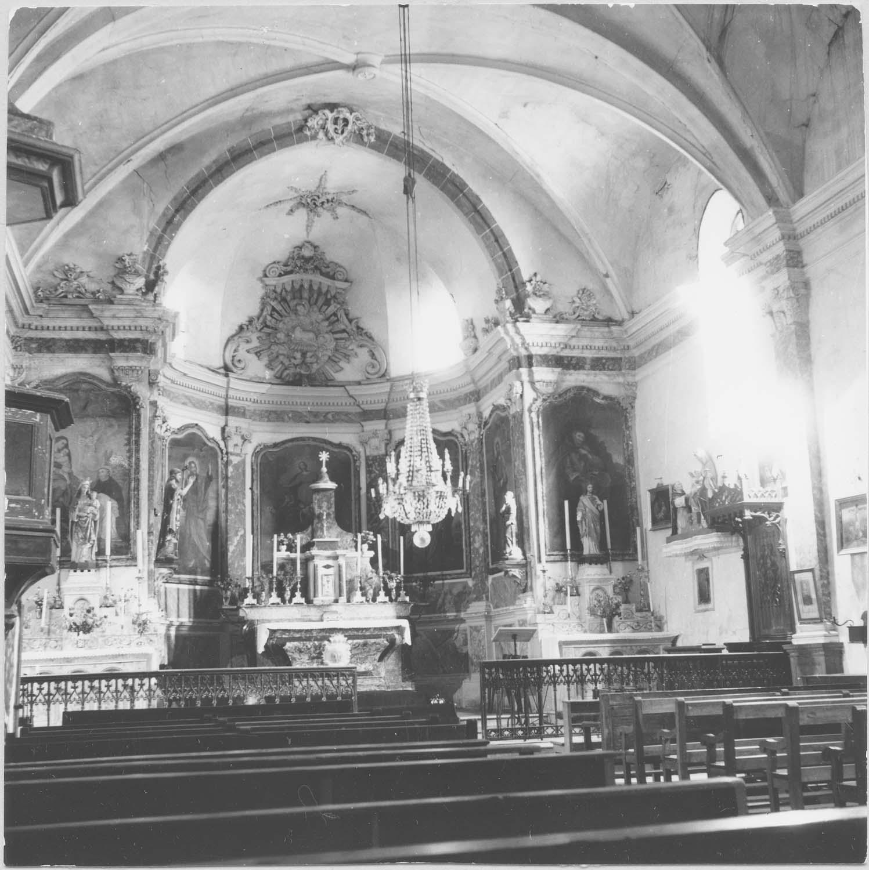 autel, retable, tabernacle, exposition, 7 tableaux: Le Rosaire, saint Luc, saint Jean l'Evangéliste, l'Assomption, saint Matthieu, saint Marc, Saint Antoine ermite (maître-autel)
