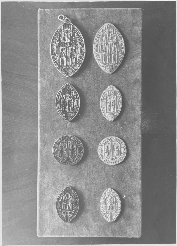 matrices de sceau du chapitre de Saint-Just et d'un chanoine