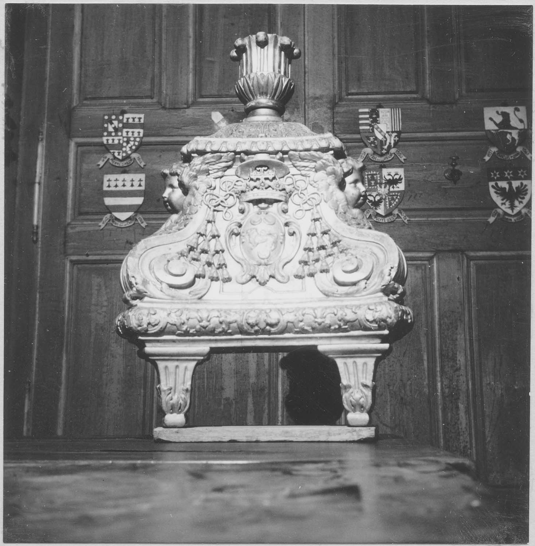 cierge pascal (pied)