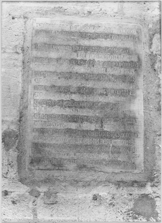 plaque funéraire de Pierre de Montbrun, archevêque de Narbonne