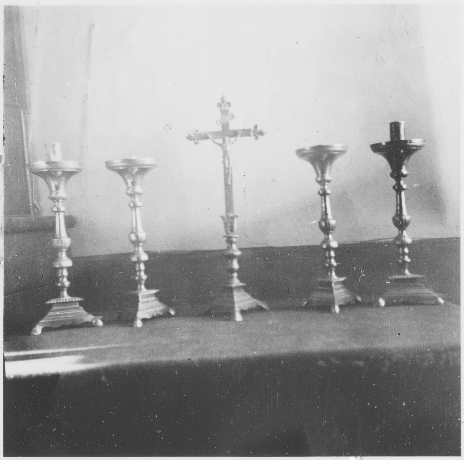 garniture du maître-autel : croix chandeliers