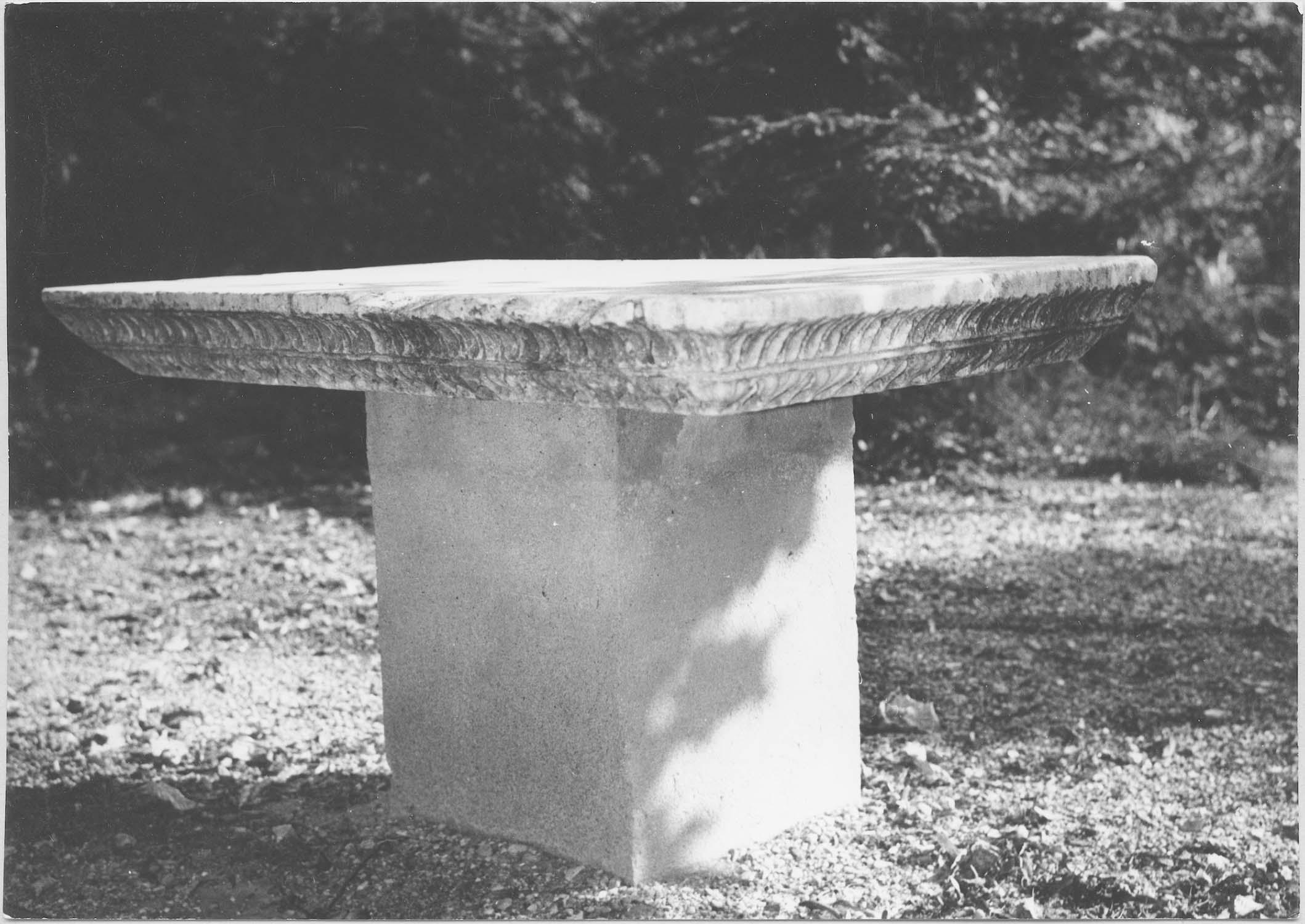 pilastre transformé en table d'autel