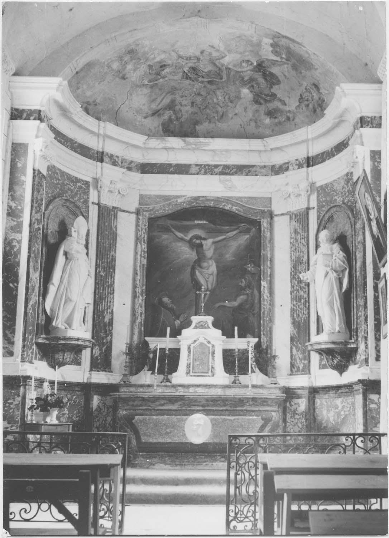 Maître-autel, tabernacle, retable, tableau d'autel : Le Christ en croix