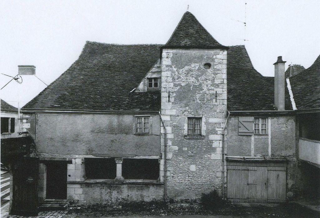 Hôtel de Châtillon de Villemorand (autrement de Busson de l'Age), sis Ville Haute: Façade ouest sur cour, vue générale