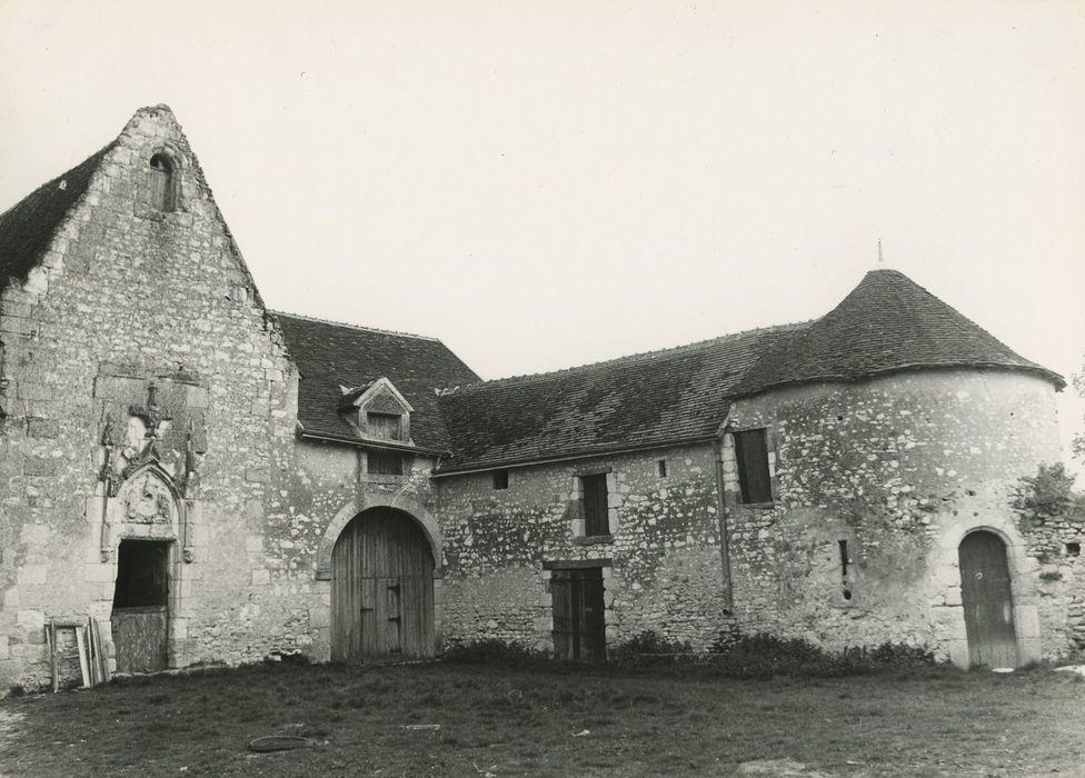 Ancien manoir du Marteau: Cour intérieure, communs et chapelle, ensemble nord-ouest, vue générale
