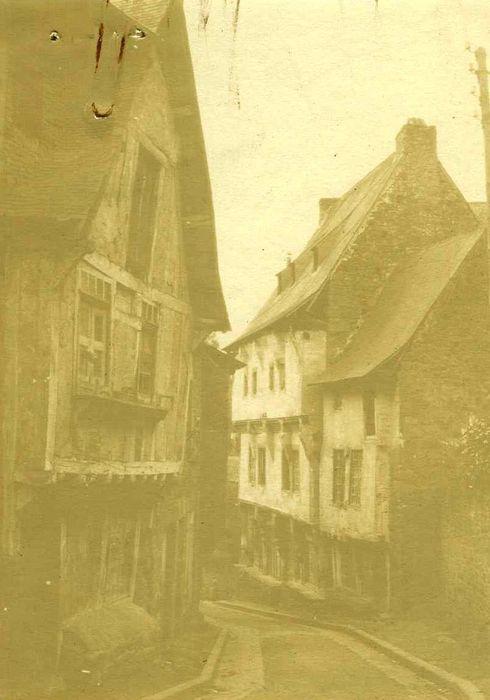 Maisons dont maison dite du Gouverneur ou ancien château Ganne, façades sur rue, vue générale