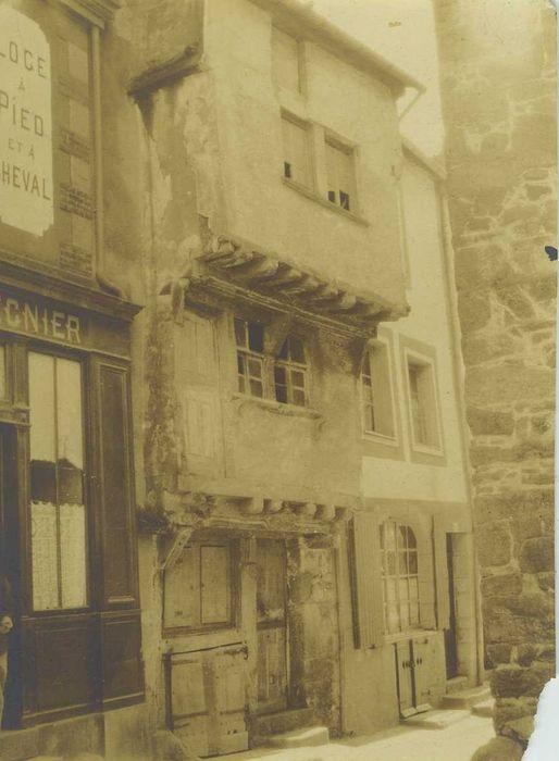 Maison du 17e siècle: façade sur rue, vue générale