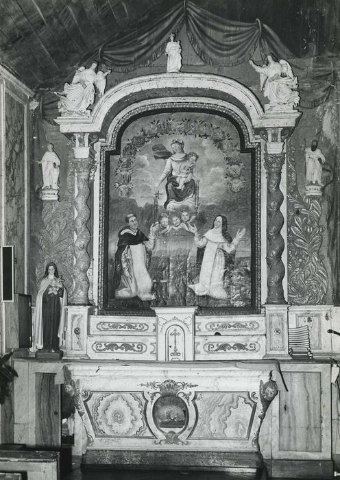 Autel latéral nord, retable et tableau : Donation du Rosaire