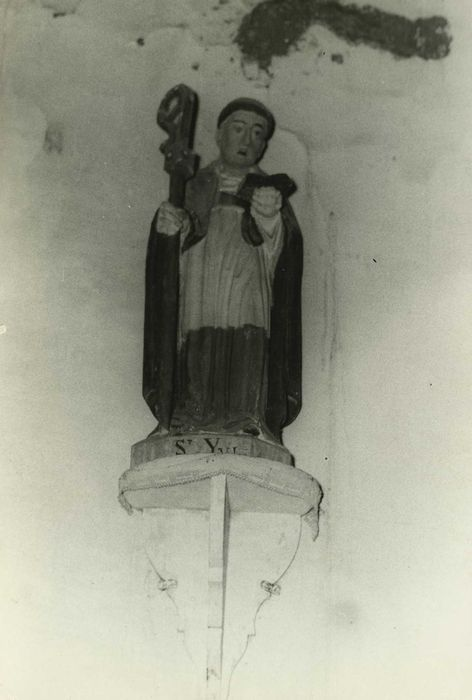 statue: Saint Yves