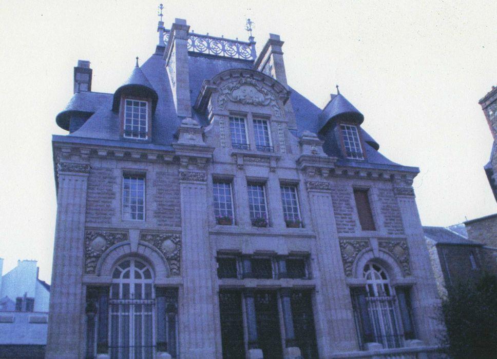 Caisse d'Epargne: Façade sur rue, vue générale