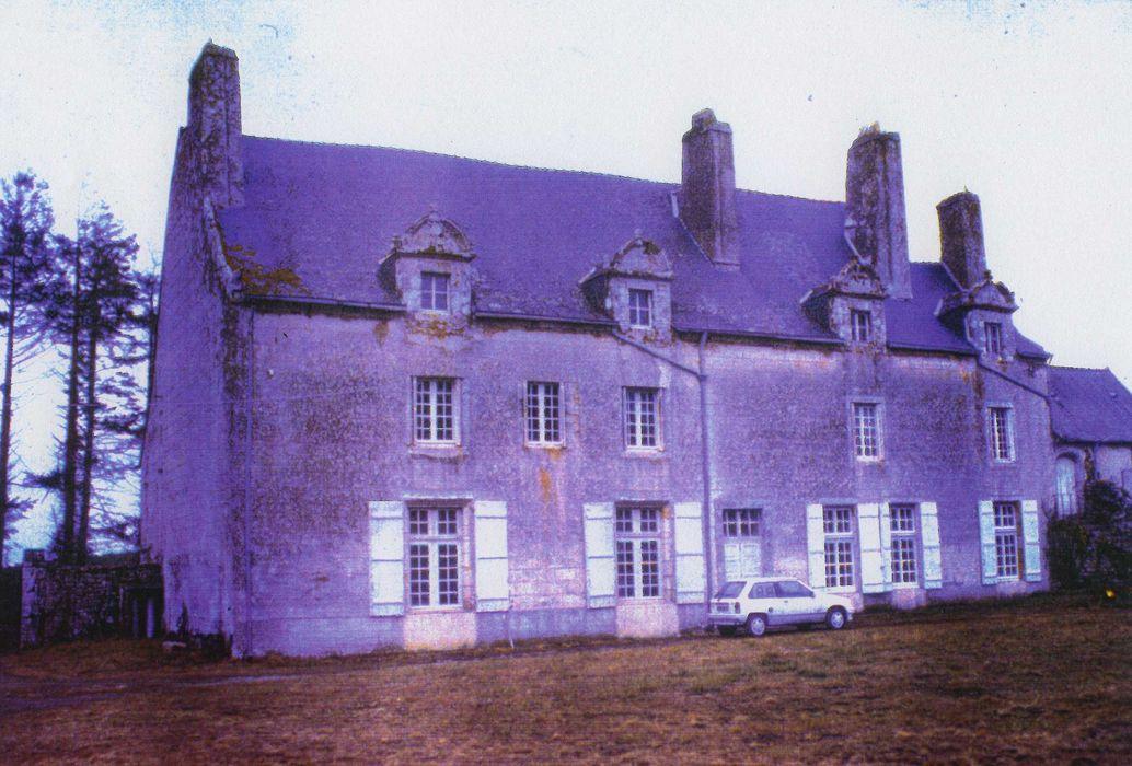 Manoir de Kernault: Façade sud, vue générale