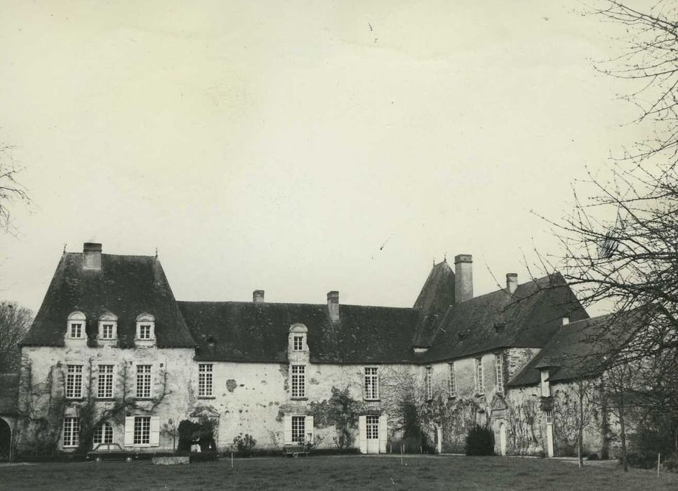 Manoir de Saint-Armel: Ensemble est, vue générale