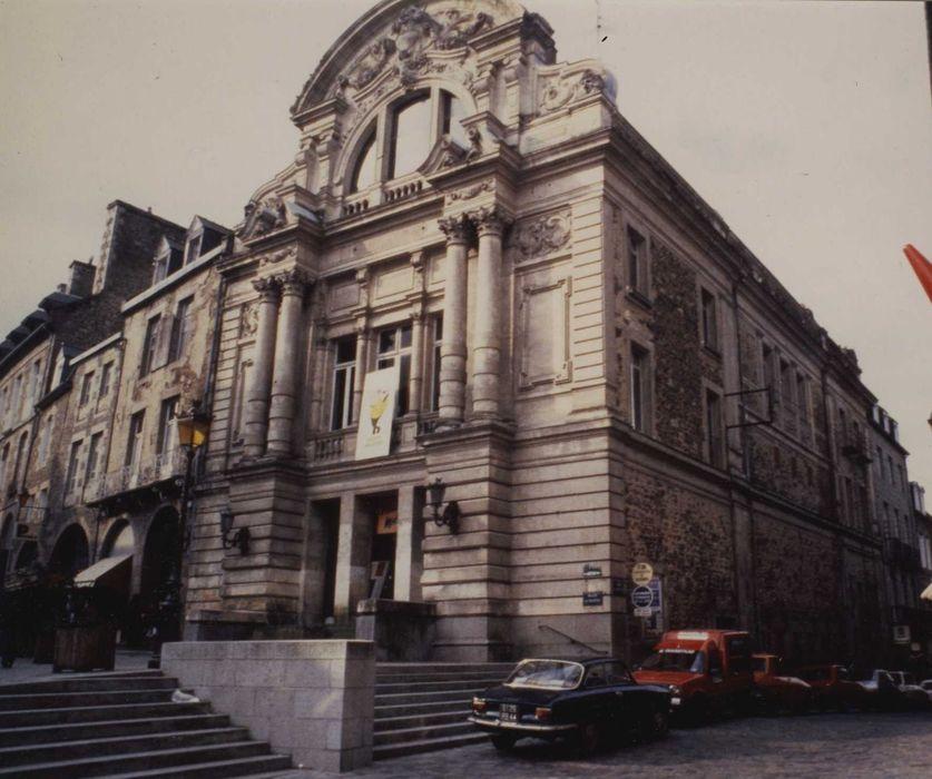 Théâtre municipal: Façade sur rues, vue générale
