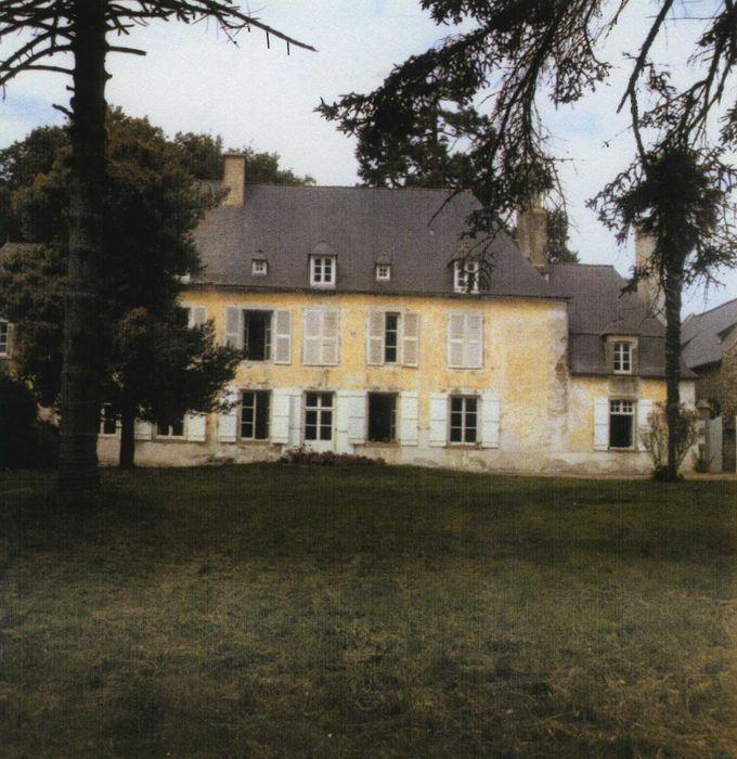 Manoir de La Fosse Hingant: Façade sud, vue générale