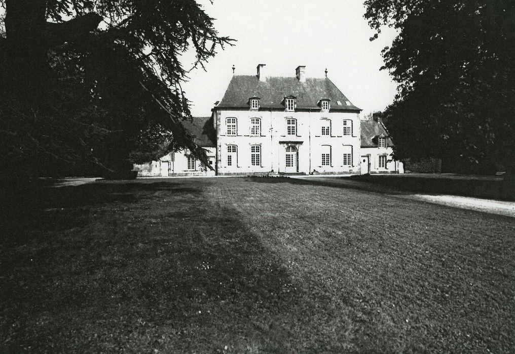 Logis de la Mettrie-aux-Houëts: Façade sud, vue générale