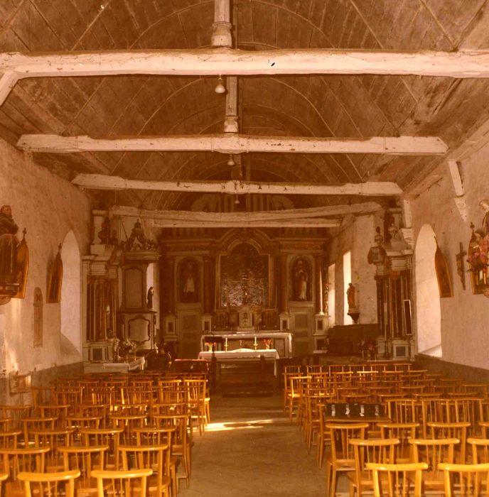 Retable du maître-autel, ses deux statues : Saint Pierre et Saint Léger, ses deux statuettes : Saint Yves et Saint René et son tableau : Adoration des Mages