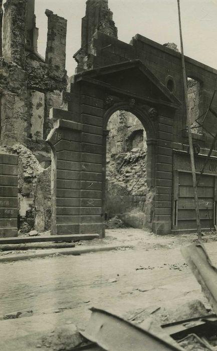 Maison: Porte d'accès sur rue, vue générale