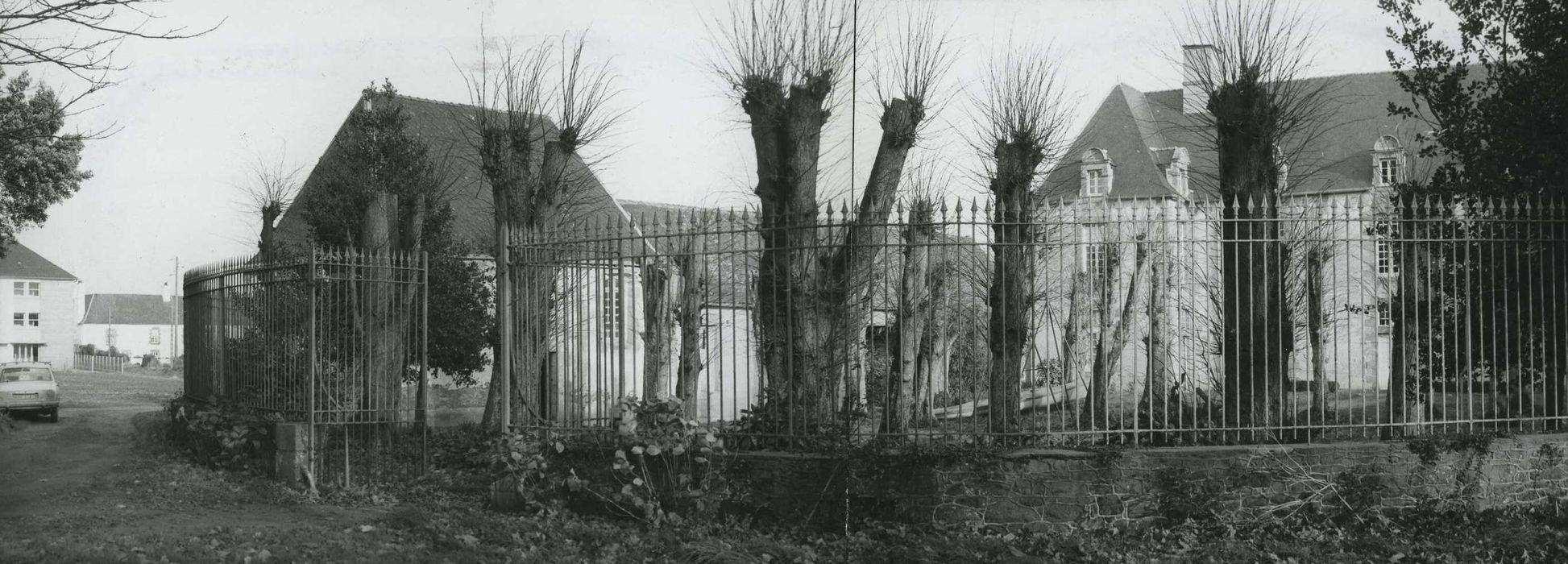 Manoir de la Giclais: Grilles de clôture ouest, vue générale