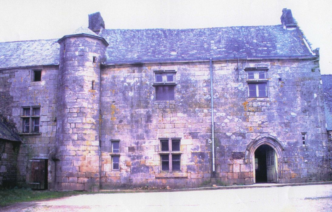Manoir et calvaire de Minguionnet, cour intérieure, façade sud-est, vue générale