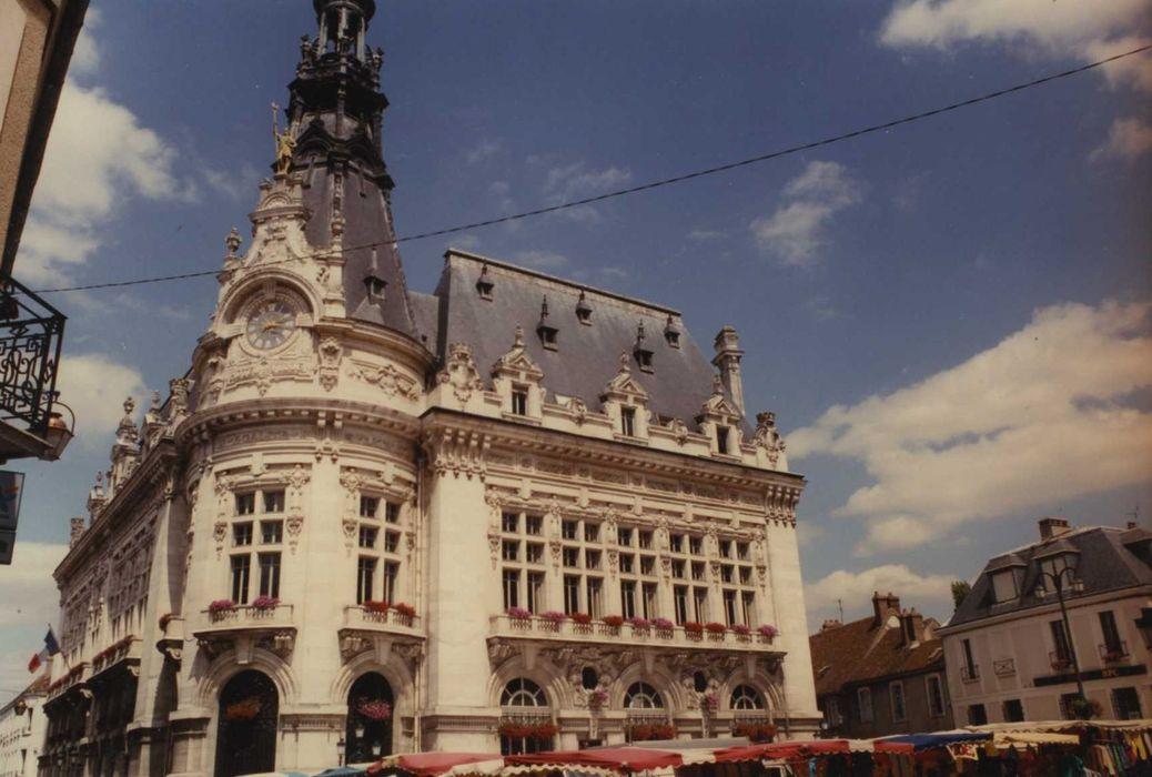 Hôtel de ville: façades sud et ouest, vue générale