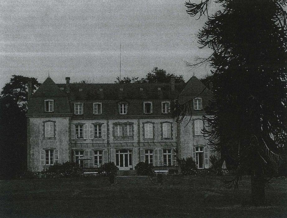 Château du Bot: Façade sud, vue générale