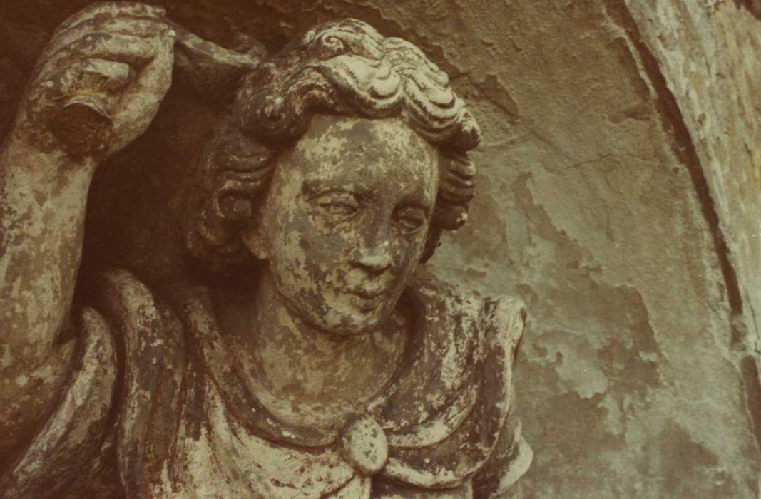 statue: saint Michel, détail