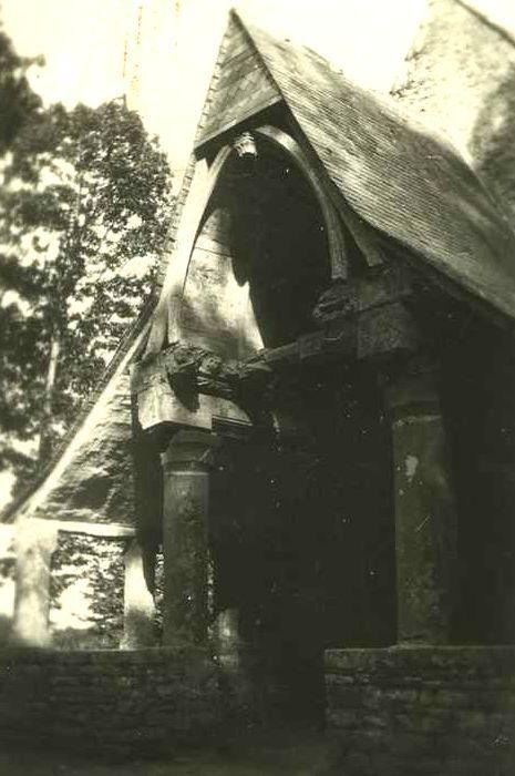 Chapelle de la Riaye: Porche occidental, vue générale