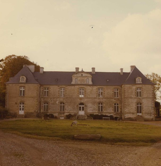 Château de Castellan: Façade est, vue générale