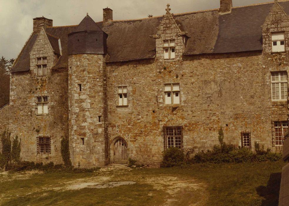 Château du Plessis-Josso: Logis, façade sud-ouest, vue générale