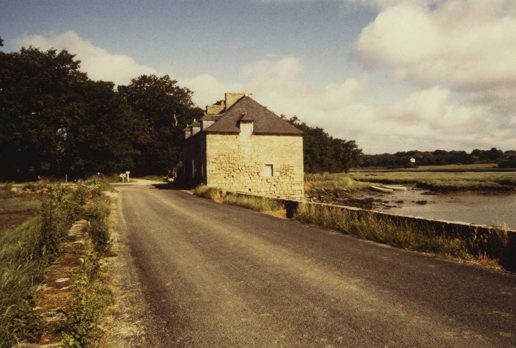 Moulin de Kervilio: Vue générale du moulin dans son environnement
