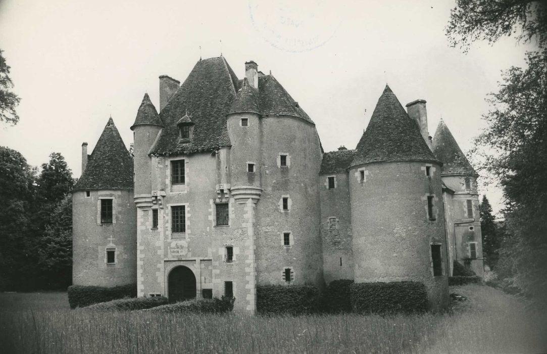 Château d'Yssertieux: Ensemble sud-est, vue générale