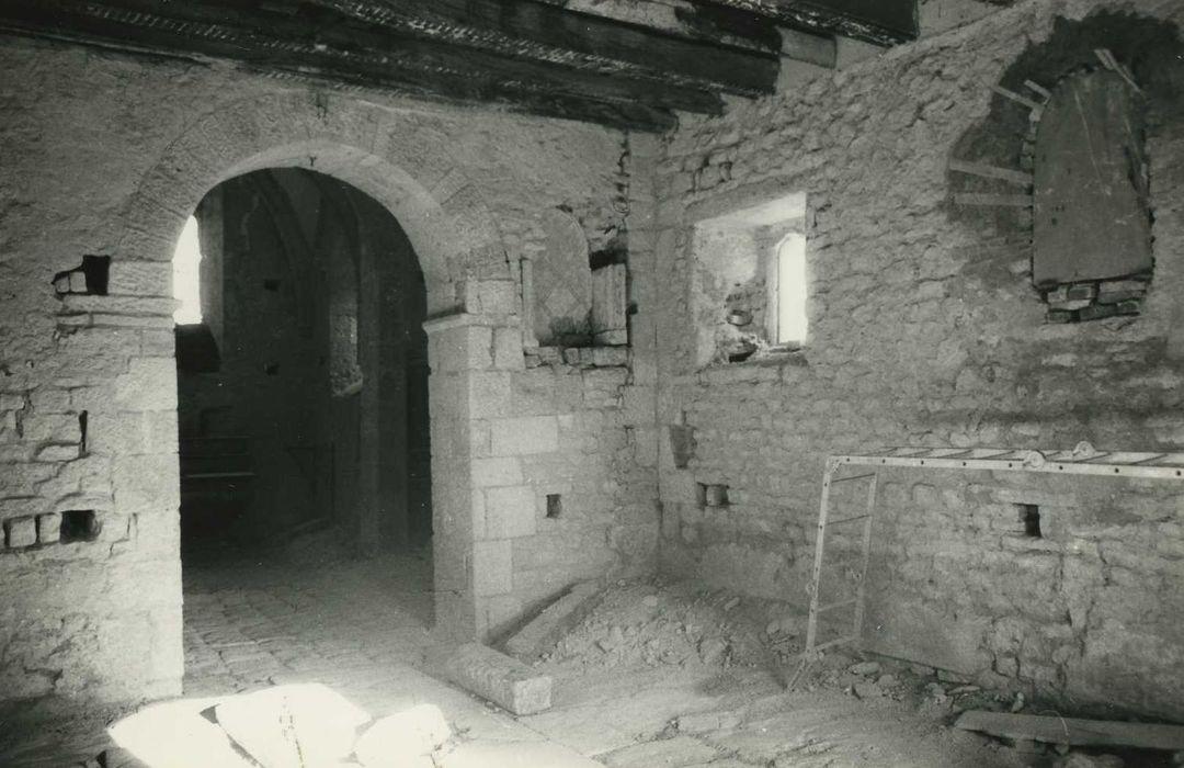 Eglise Saint-Ursin (ancienne église Saint-Vasin): Nef, vue partielle