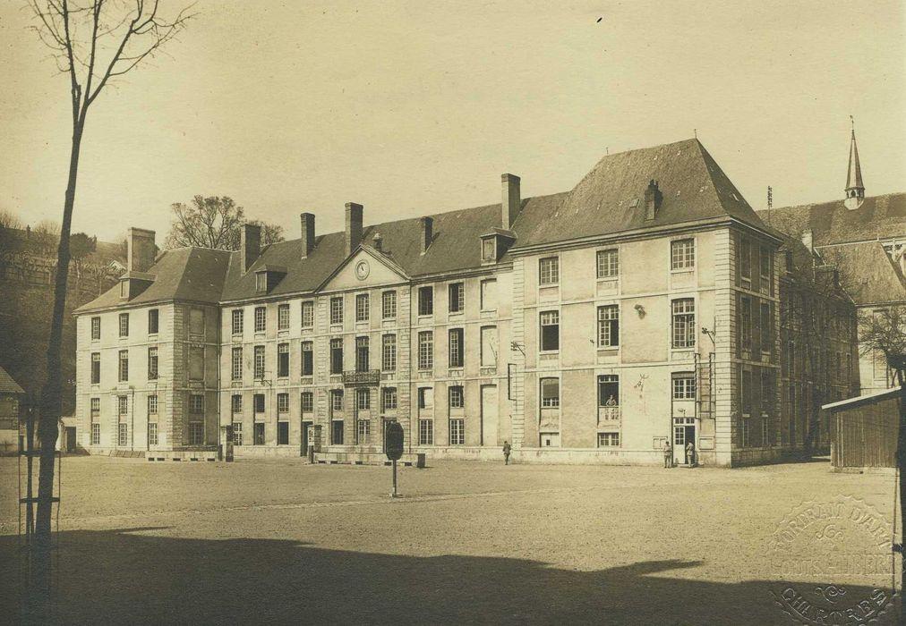 Ancienne abbaye de Saint-Père-en-Vallée, actuellement annexe du lycée Marceau: Ensemble sud, vue générale