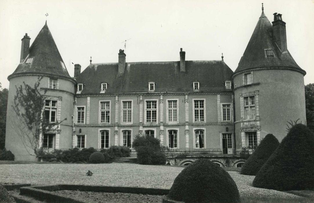 Château de Chantemesle: Façade ouest, vue générale