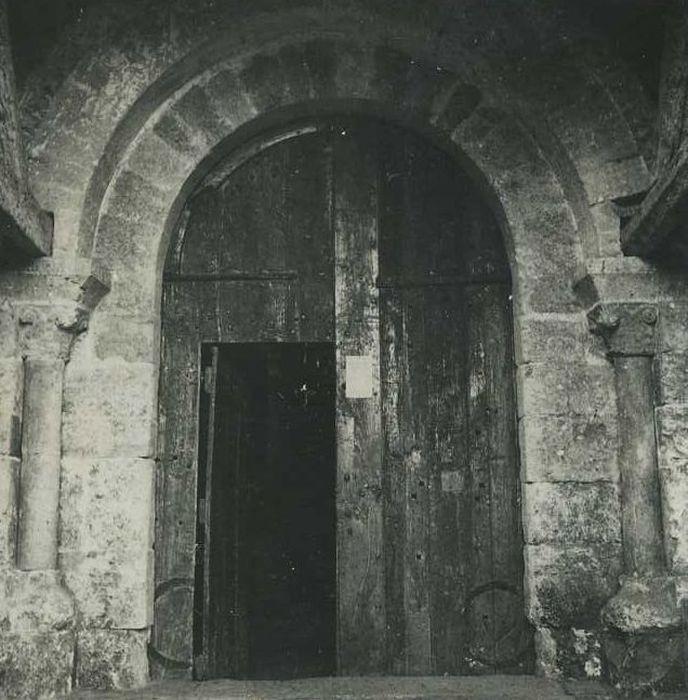 Eglise Saint-Pierre: Portail occidental, vue générale