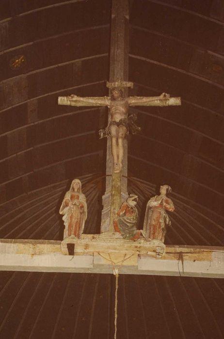 Quatre statues de la poutre de gloire: Christ en croix, Vierge, saint Jean et une sainte Femme