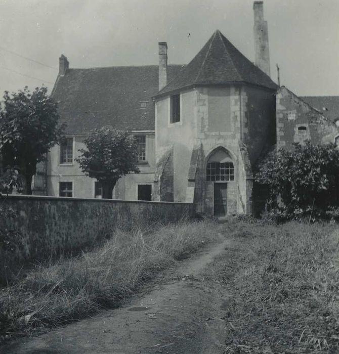 Ancienne abbaye Saint-Denis: Façade est, vue partielle