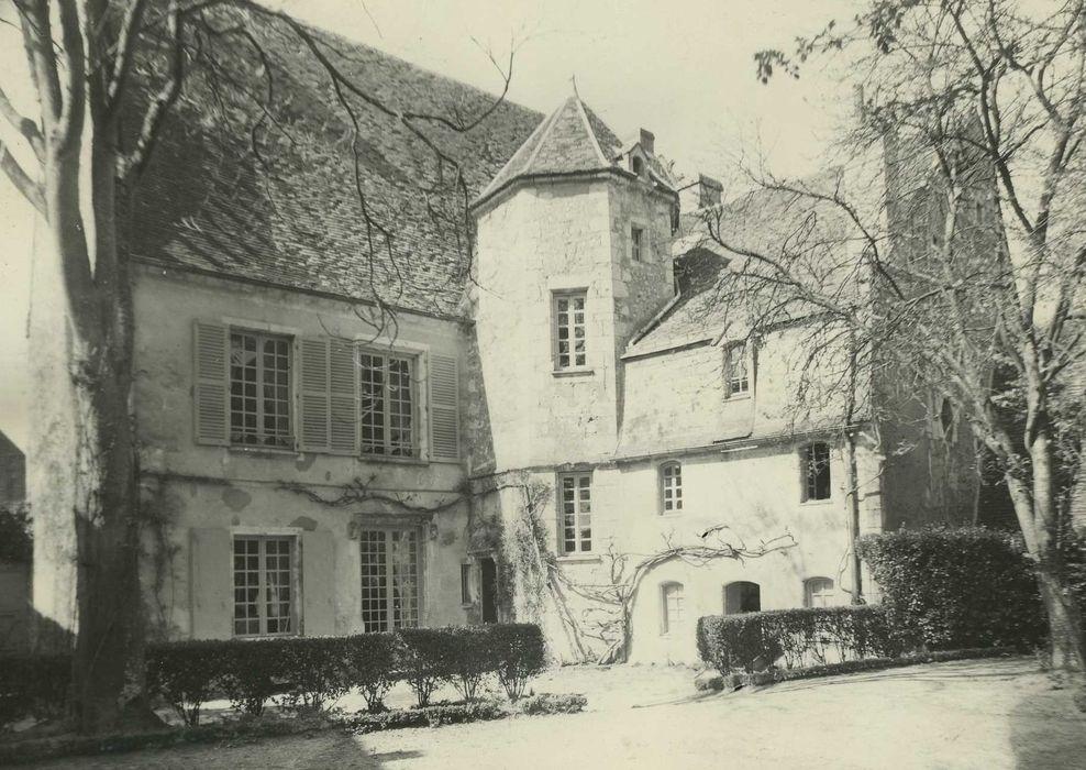 Manoir dit La Grande Maison: Façades sur cour, vue générale
