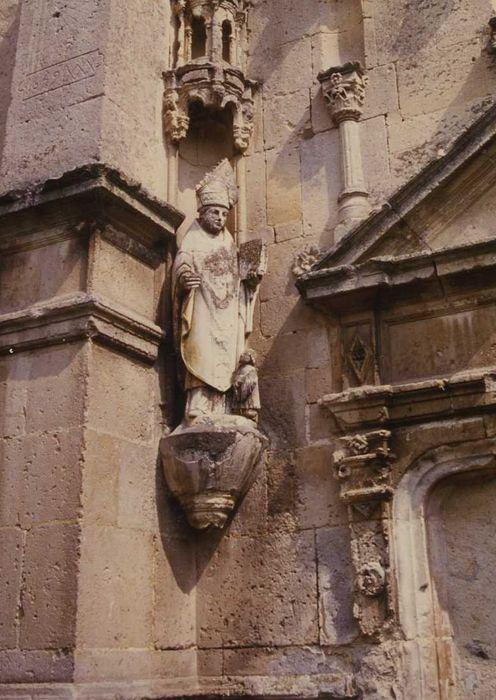 Groupe sculpté : Evêque (Martin ?) avec un donateur à ses pieds