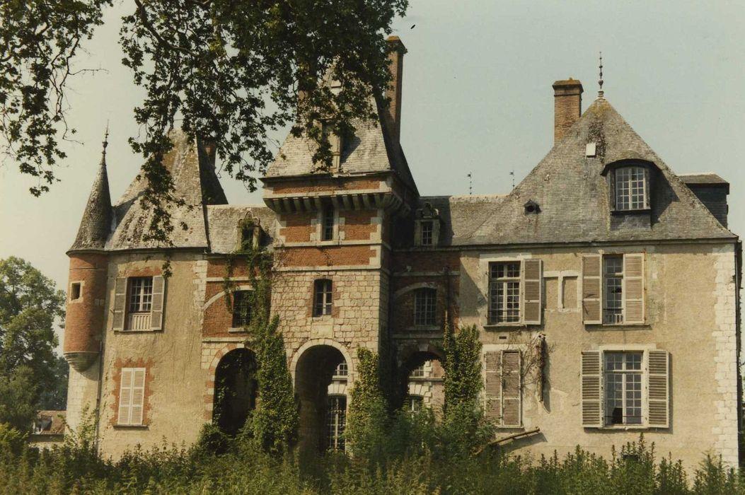 Château de Courcelles-le-Roy: Ensemble est, vue générale