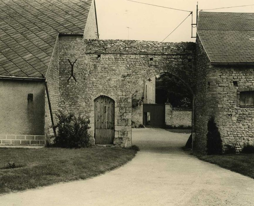Ancien château de Montguignard: Porche d'entrée