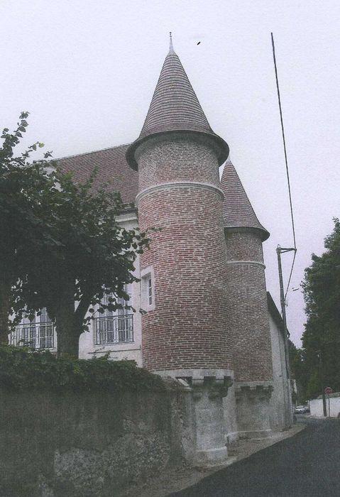 """""""Maison dite """"du Saussay"""" ou """"des Quatre Tourelles"""": Façade nord sur rue, vue générale"""""""