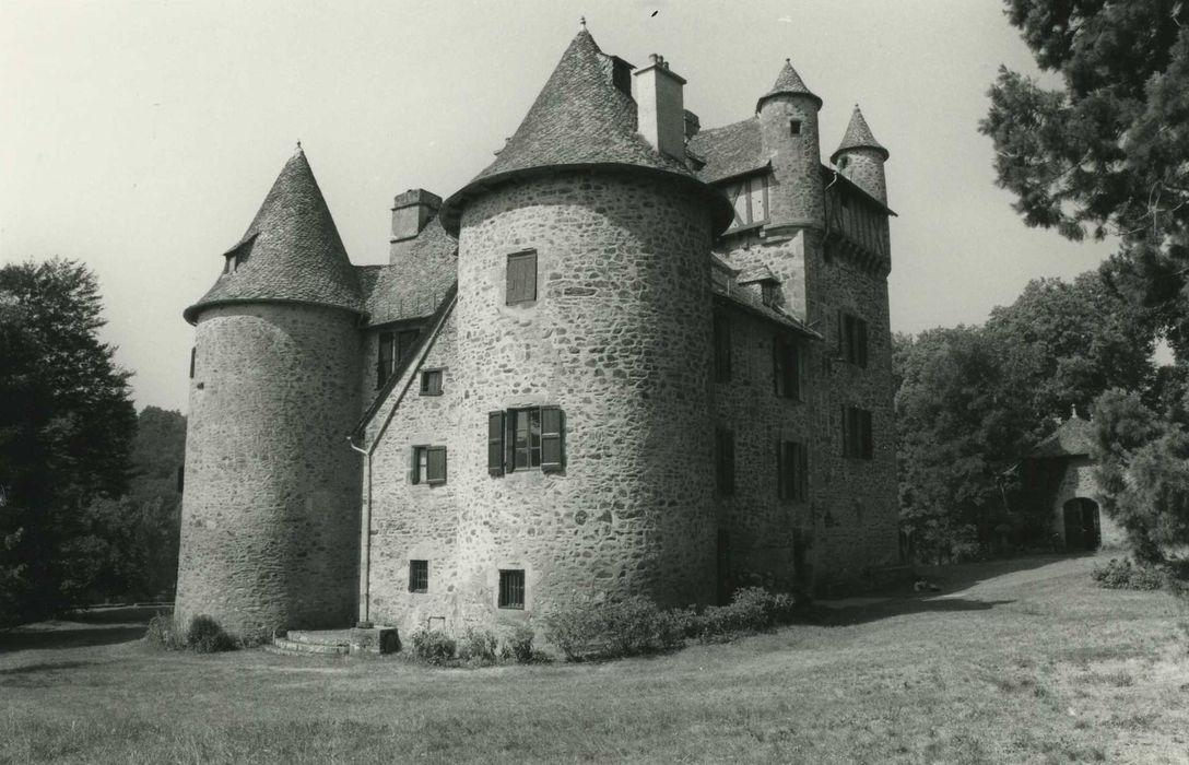 Château de Veyrières: Ensemble nord et est, vue générale