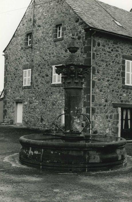 Fontaine: Vue générale